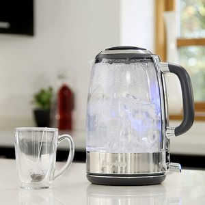 Breville VKT071 Glass Kettle boiling water.